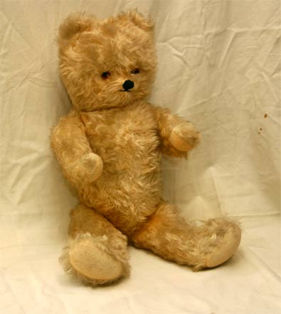 alter teddyb r teddy tiere mit herz nostalgiespielzeug. Black Bedroom Furniture Sets. Home Design Ideas